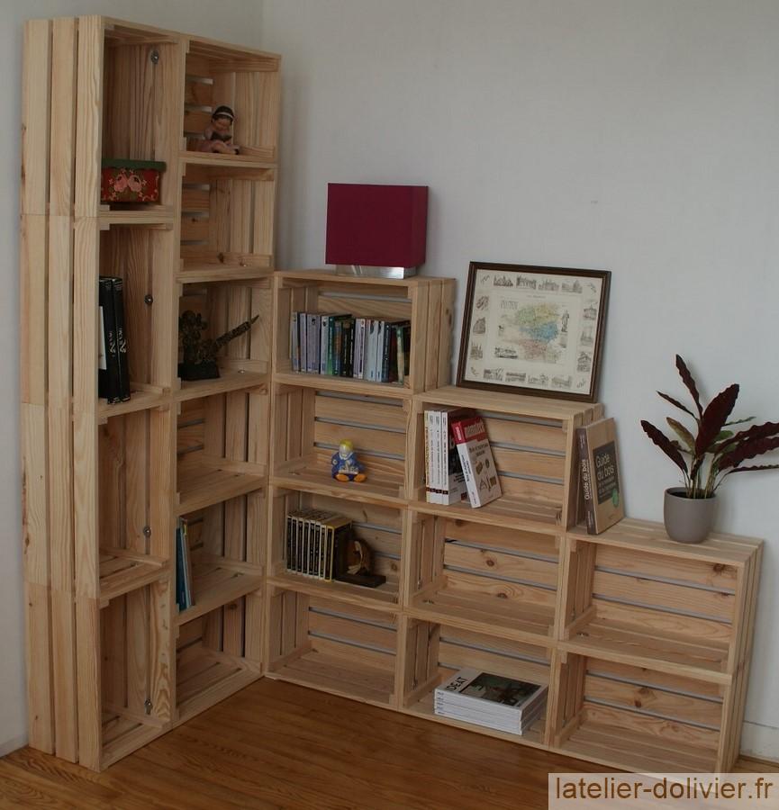 bibliothèque rangement avec des caisses en bois